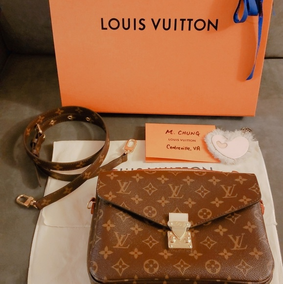 db35ff9eddce 100% Auth Louis Vuitton Pochette Metis New